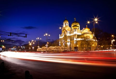 Cathedrale-by-night-Varna-Bulgaria